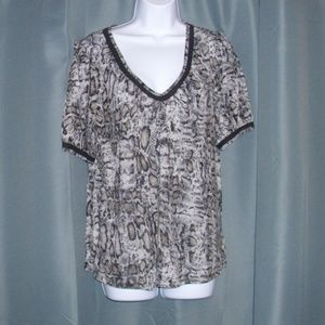 MICHAEL KORS ANIMAL PRINT SHORT SLEEVE TOP SZ L